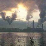 Foto rauchender Plastikfabrik (Bildquelle: sxc.hu)
