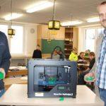 Michael Nickel und Marc Harslem mit dem 3D-Drucker