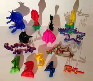 Von Kindern erstellte Objekte mit einem 3D-Drucker