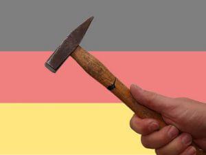 Hammer und Deutschland Flagge