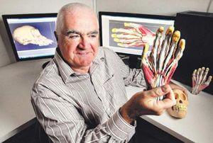 Mann mit Hand aus 3D-Drucker