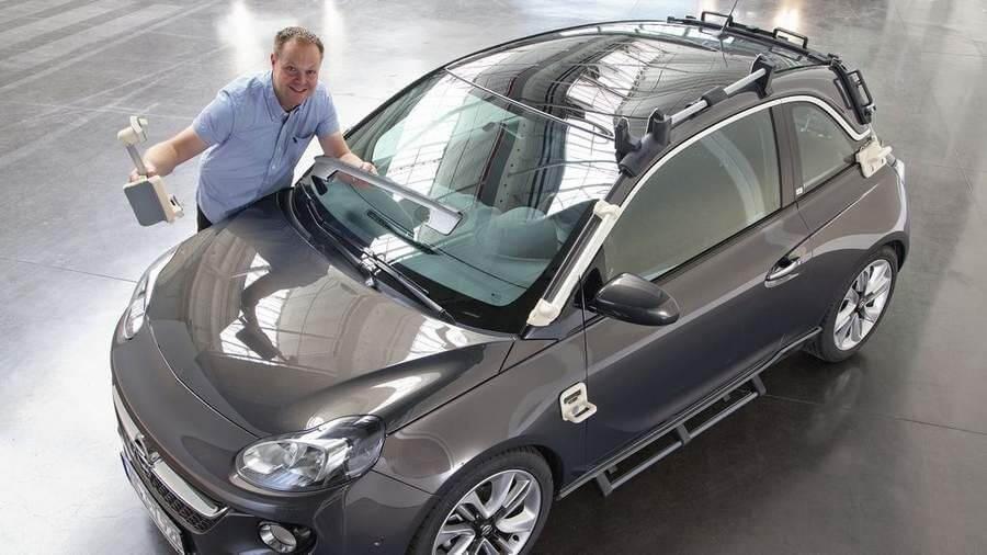 Opel Adam mit Werkzeug aus dem 3D-Drucker