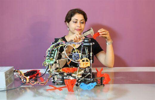 Student baut 3D-Drucker