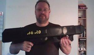 """""""Automatix"""" Papierflieger-Maschinenpistole mit Dieter Michael Krone"""
