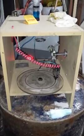 Der 3D-Metalldrucker von Gastón Accardi aus Argentinien arbeitet mit Galvanotechnik (Bild © YouTube/ Gaston Accardi).