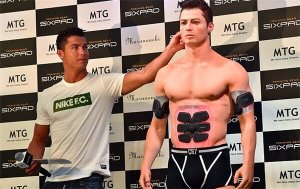 Zum Verwechseln ähnlich: der Fußballstar und seine 3D-Figur (Foto: © 3dprintersonlinestore.com)