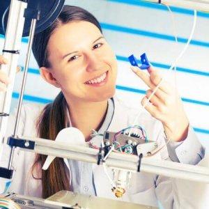 Schülerin und 3D-Druck