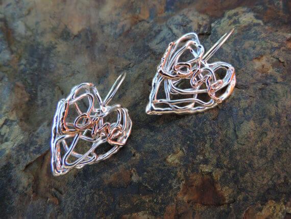 Zwei Herzen als Anhänger für eine Kette mit dem 3D-Stift gefertigt (Bild © etsy; DGCjewelers/ David und Karen Cunningham).