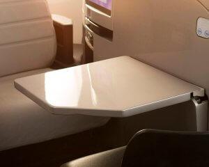 Tisch in einem Flugzeug
