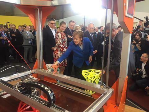 Angela Merkel und ein 3D-Drucker