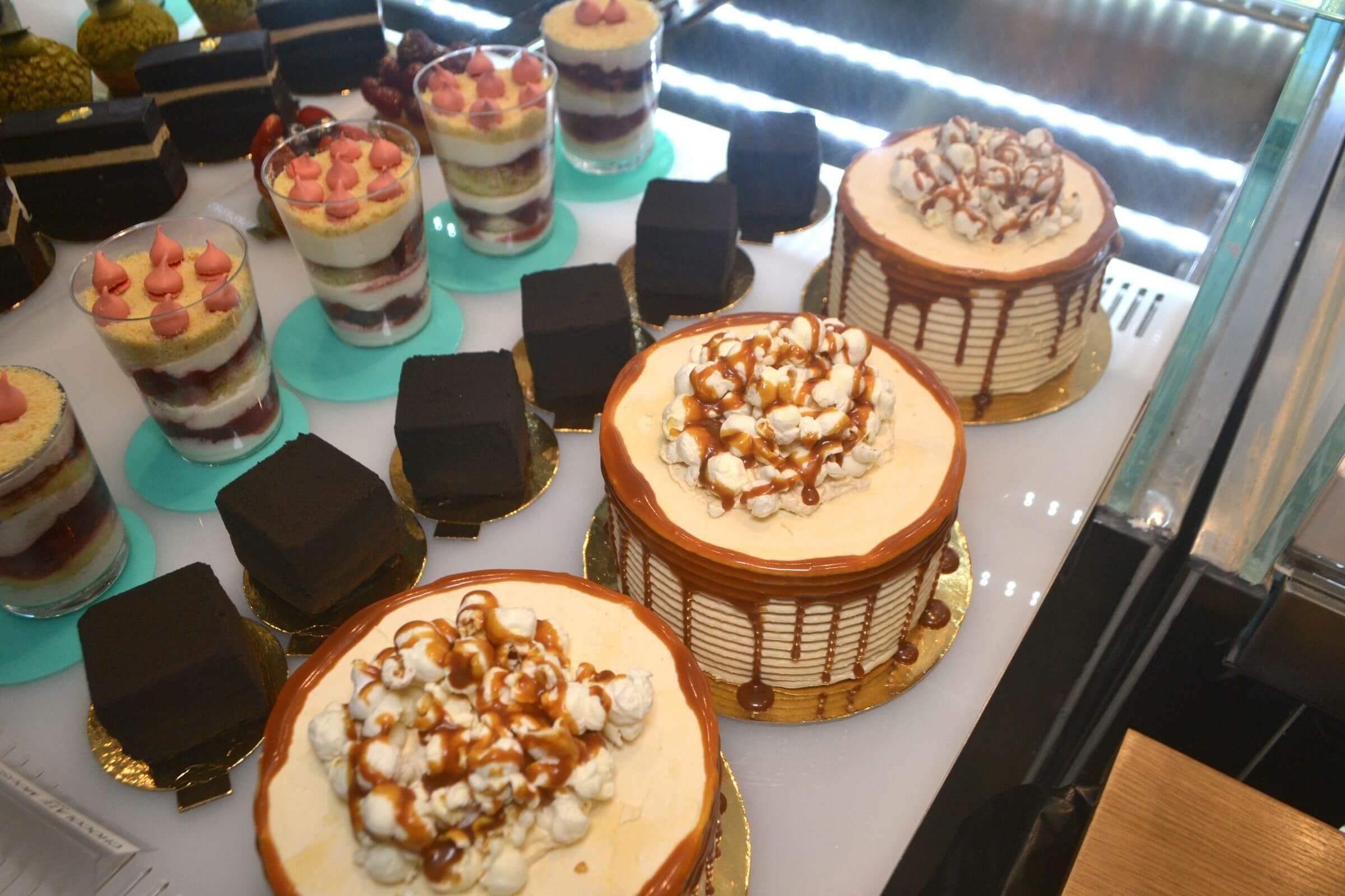 Weitere Beispiele seiner schmackhaften Schokoladen-Architektur (Bild © qns.com)