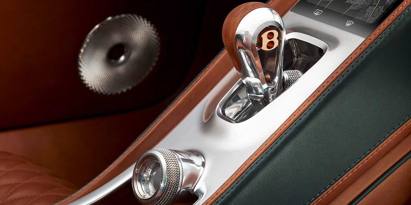 Interior: Metall, Holz und Kunststoff (Bild © bentley.com).