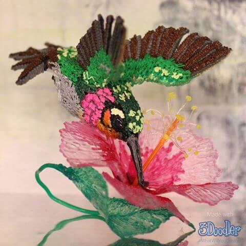 """Ein bunter Vogel mit dem 3D-Sift """"3Doodler"""" gefertigt (Bild @ Connie_Doodles)."""