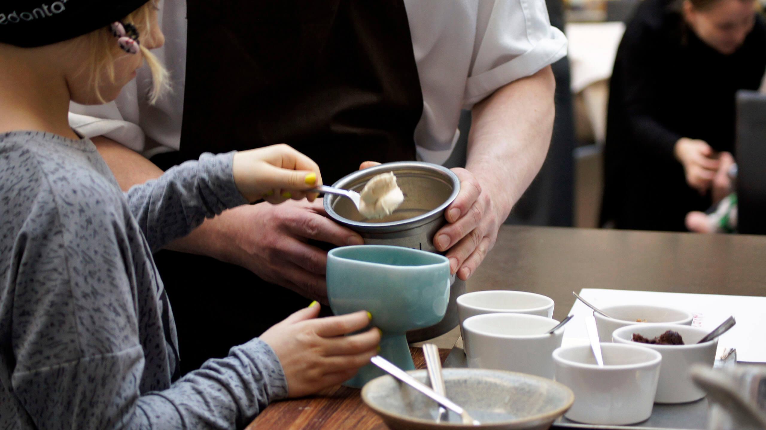 Die Kinder lernen beim Chil-Dish-Projekt auch das (Gourmet-)Kochen (Bild © chil-dish.fi).