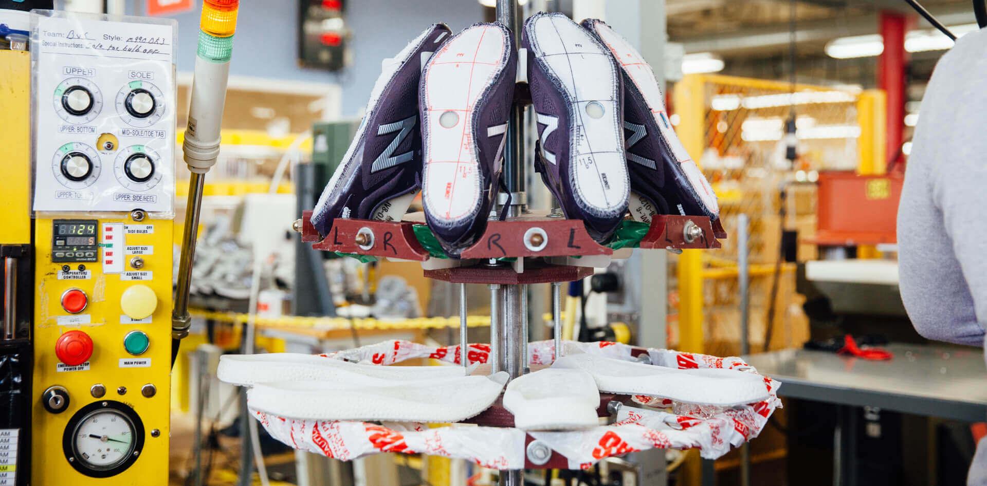 Die ersten Modelle des Zante Generate bei der Fertigung in den Hallen von New Balance Zante Generate von New Balance (Bild © New Balance).