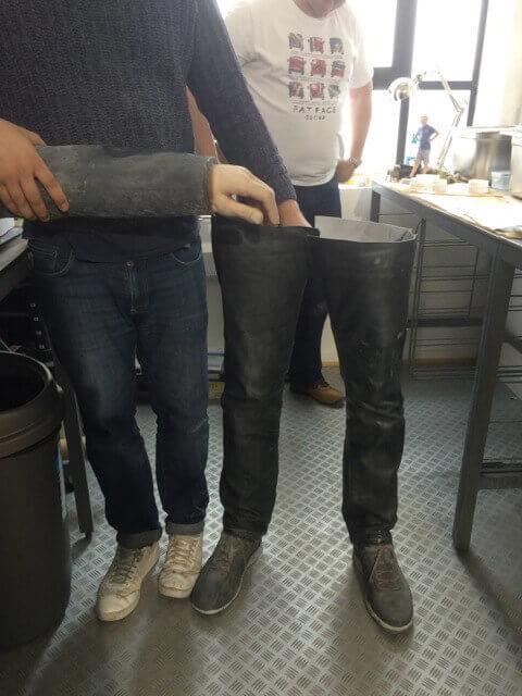 Erster Teil geschafft: Beine und Hose von Jon Bentley wurden bereits fertig mit dem 3D-Drucker gedruckt (Bild © Backface).