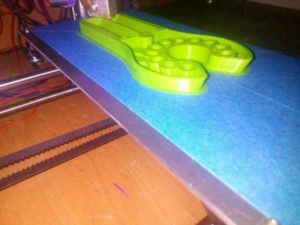 Der Venen-Finder bei der Herstellung mit einem 3D-Drucker (Bild © Alex Stanciu).