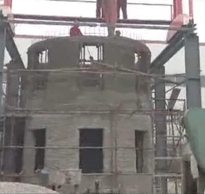 Typisch China: Es reicht nichit, dass das Gebäude mit einem 3D-Drucker gefertigt wurde, es muss dann auch gleich 2-stöckig sein (Bild © erstellt von 3D-grenzenlos aus dem im Beitrag verlinktem Video).