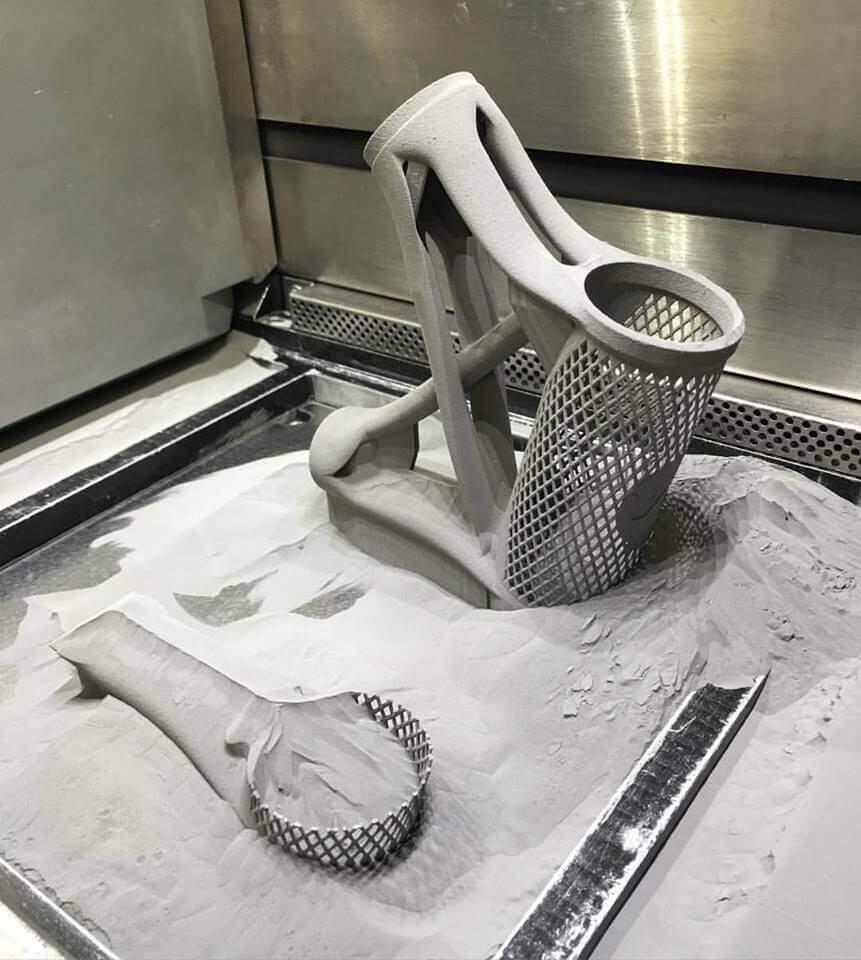 Der Fahrradrahmen beim 3D-Druck (Bild © Facebook/MiradaPro)