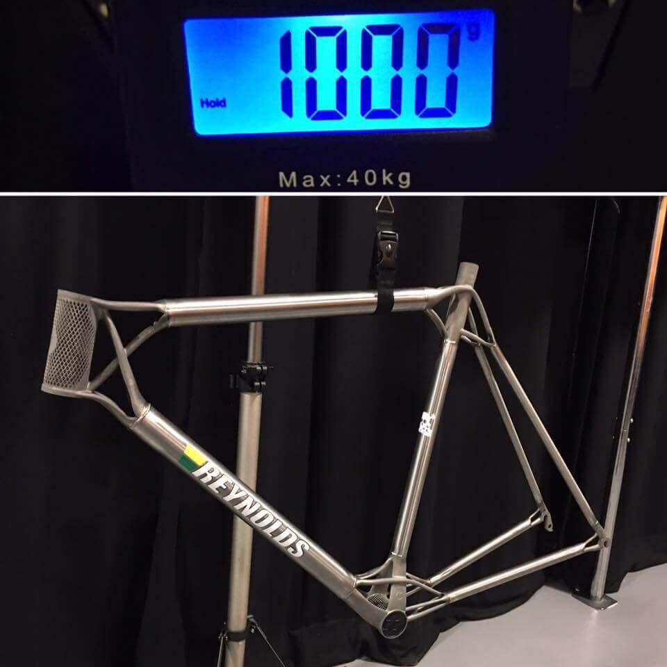 Mit rund einem Kilogramm wiegt der Fahrradrahmen weniger als beinahe alle Fahrradrahmen auf dem Markt (Bild © Facebook/MiradaPro)