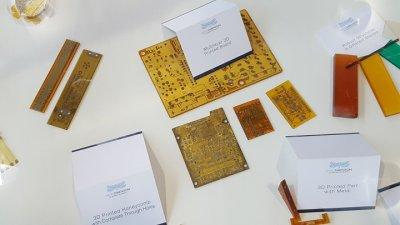 Verschiedene gedruckte Elektronikelemente.