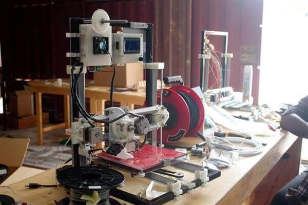 Klaks 3d Startup Aus Ghana Fertigt 3d Drucker Aus Elektroabfällen