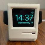 Uhr im Macintosh-Design.