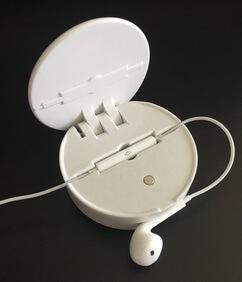Hummingoc Flip mit eingesetzten Kopfhörern.