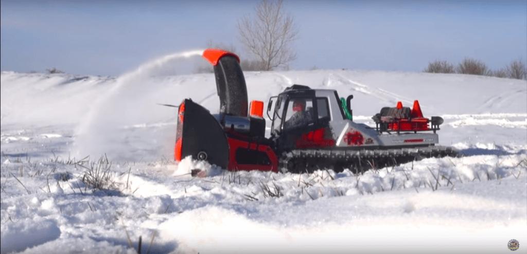 Schneefräse im Einsatz.