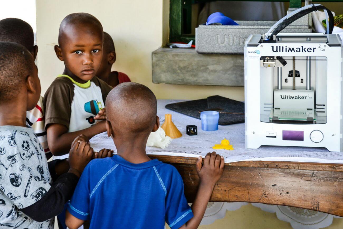 kuunda 3d stellt tansanischen dorfbewohnern 3d druck verfahren vor. Black Bedroom Furniture Sets. Home Design Ideas