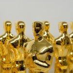 Mit Goldüberzug versehene Oscar-Statuen.