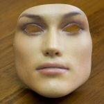 3D-gedruckte Maske einer Frau.