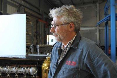 Der Ingenieur Grant Cowie für den Oldtimer