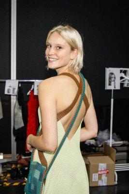 Kim Hnizdo mit Kleid aus 3D-Drucker