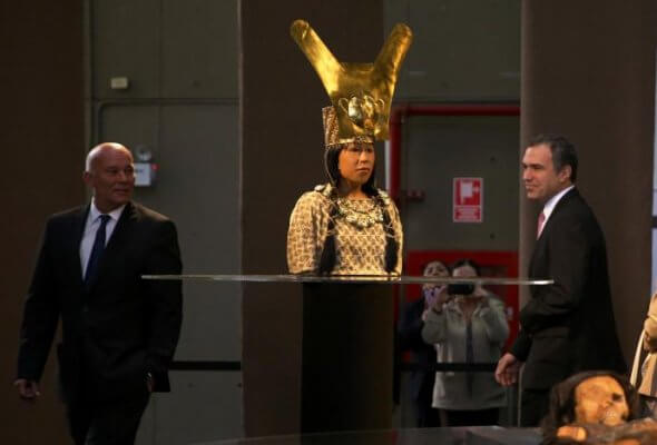 Präsentation der Replik durch zwei peruanische Minister