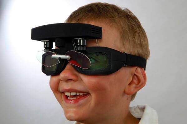 Strabismus-Video-Brille im Einsatz
