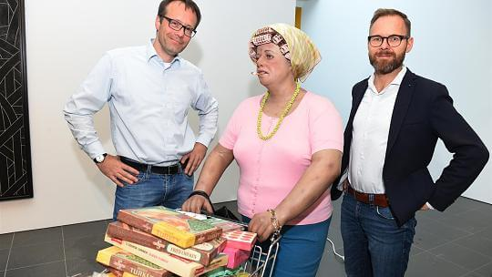 Wissenschaftler mit Supermarkt Lady