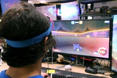 Videospiel mit HUMM Brain Zapper