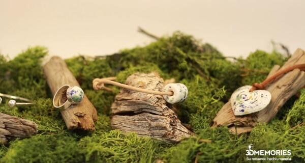 3D-gedruckte Schmuckstücke in natürlichem Ambiente