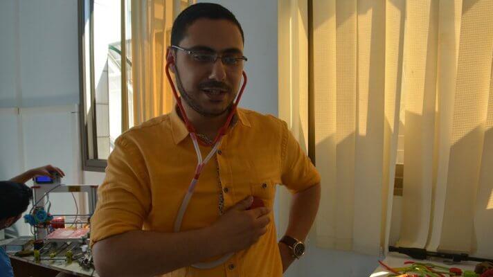 Abu Matar mit Stethoskop aus 3D-Drucker