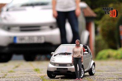 3D-gedruckte Figur mit Fahrzeug