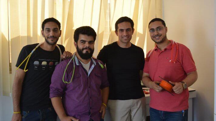 Glia Team mit Stethoskopen und Filament