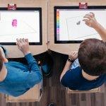 Kinder am PC entwerfen 3D-Modelle
