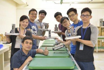 T3D-Mitarbeiter mit 3D-Druckern