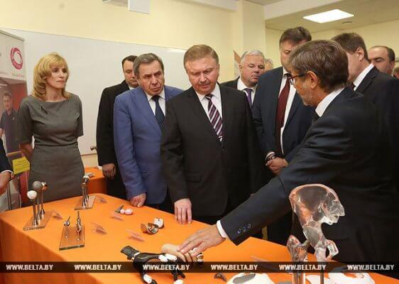Weißrusslands Ministerpräsident im Medical Technopark Novosibirsk
