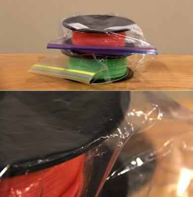 Filamentspulen in Zip-Plastikbeuteln.