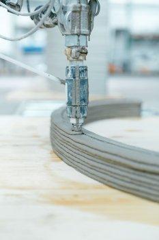 Von Overtec genutzter Beton-3D-Drucker in Aktion.