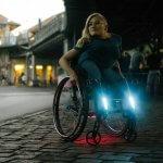 Rollstuhl mit Beleuchtung