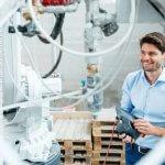 Sebastian Hilscher mit Beton-3D-Drucker.