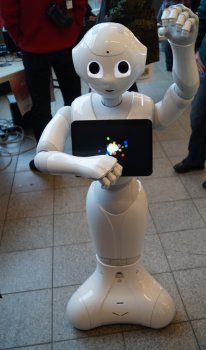 Roboter der Geschlecht und Alter seines Gegenübers erkennt.